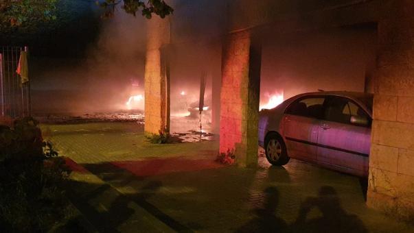 כלי רכב עולים באש