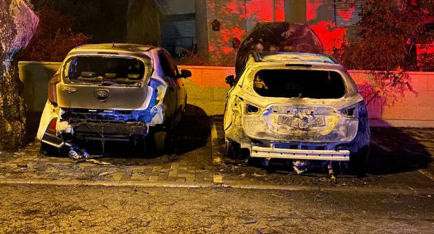 רכבים שנשרפו ברחוב הברושים
